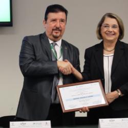 """Otorgan certificación """"Escuela 100% libre de humo de tabaco"""" a la UTCH"""