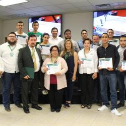 Entregan reconocimientos a alumnos de TSU y maestros de la UTCH