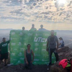 Maestros y alumnos de la UTCH se activan subiendo el cerro