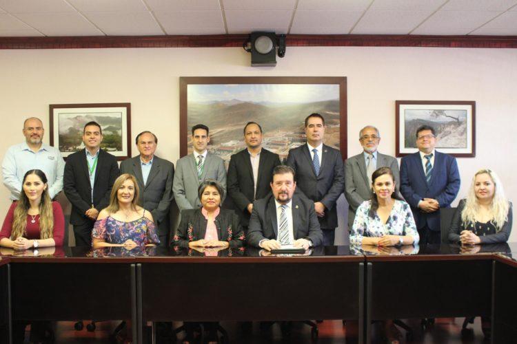 Se re-acreditan en TSU. e Ing. en la carrera de Desarrollo de Negocios en la UTCH