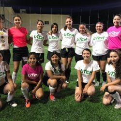 Invitan a alumnas a integrarse al equipo de futbol de las Cazadoras
