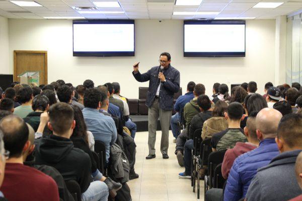 ALUMNOS DE LA UNIVERSIDAD TECNOLÓGICA DE CHIHUAHUA RECIBEN CONFERENCIA PARA POTENCIAR SUS TALENTOS