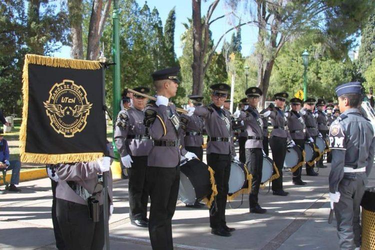BANDA DE GUERRA Y ESCOLTA DE LA UTCH CIERRA AÑO CON BROCHE DE ORO