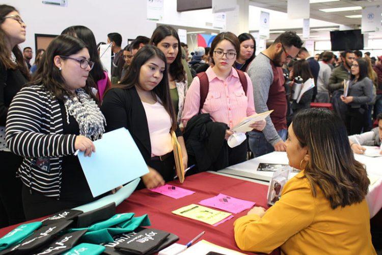 Realiza UTCH 9na Feria del Empleo